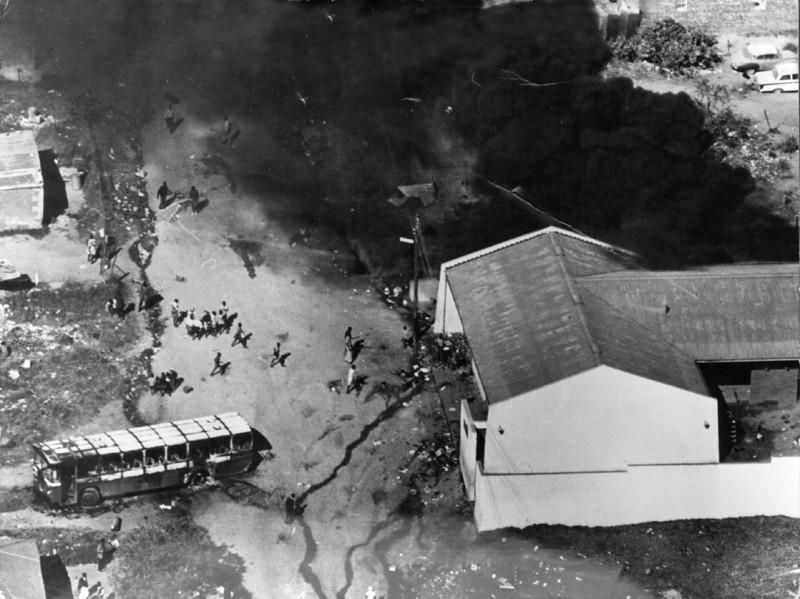 قتل بیش از 100 معترض در 21 ژوئن 1976