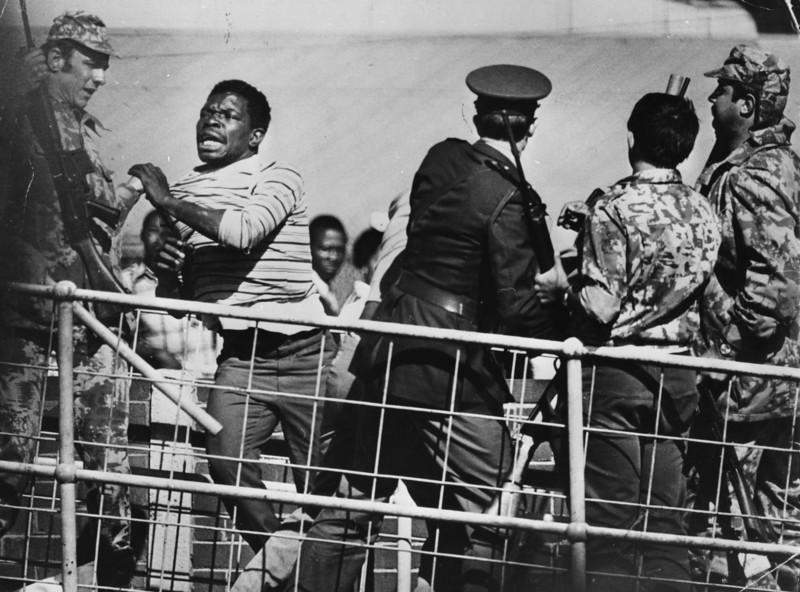 مجروح شدن بیش از 1000معترض در 21 ژوئن 1976
