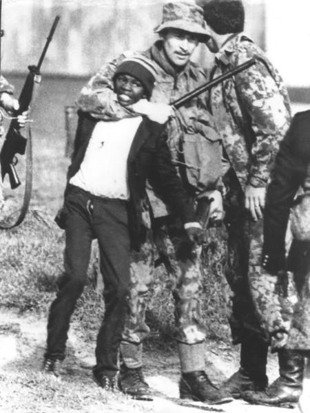 دستگیری یک دانش آموز سیاه پوست در 24 نوامبر 1976