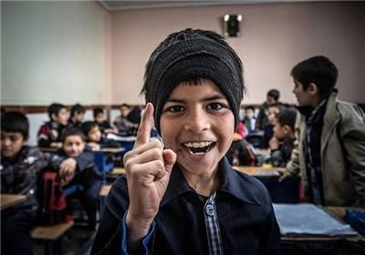 افغانستانی دانشآموز مهاجر کودک