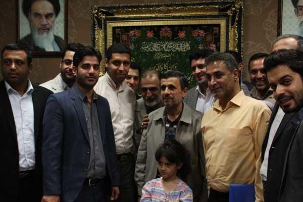 احمدی نژاد و شعرا